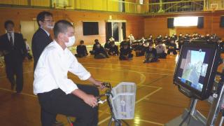 砺波工業高校で自転車交通安全教室
